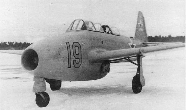 3.Як-17УТИ.