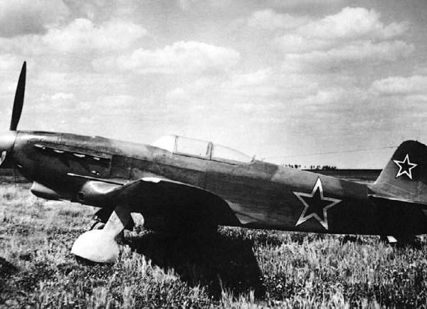 3.Як-9Б на фронтовом аэродроме