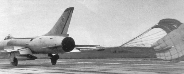 3а.Су-7Б на пробеге.