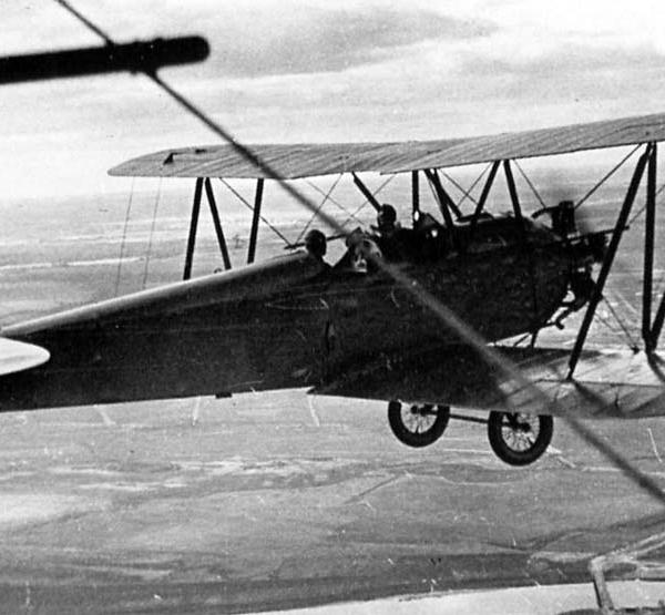 3а.У-2 одного из аэроклубов в полете.