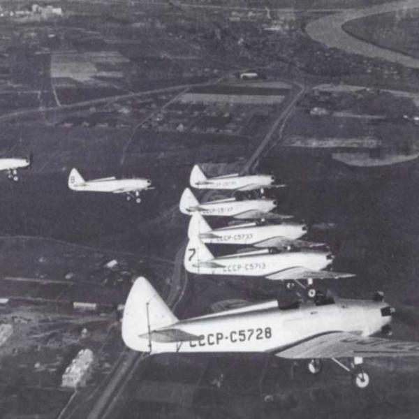 3б.Группа УТ-2 в полете. 1940 г.