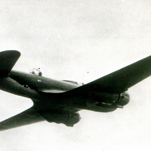 4.Ил-4 в полете. Окрашен в зеленый и голубой цвета по схеме, принятой в 1940 году.