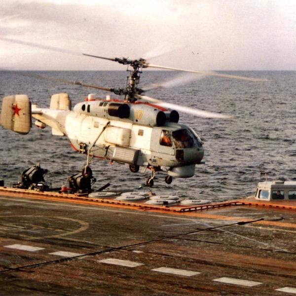 4.Ка-27ПС взлетает с палубы. 2