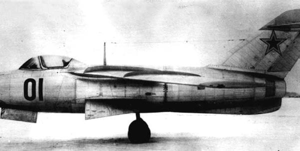 4.Один из первых серийных Ла-15.