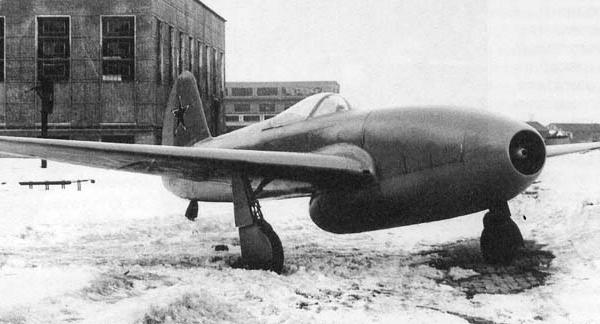 4.Опытный Як-15 с двигателями Jmo-004 на заводском дворе. Фото 2.