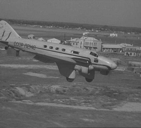 4.ПС-89 заходит на посадку.