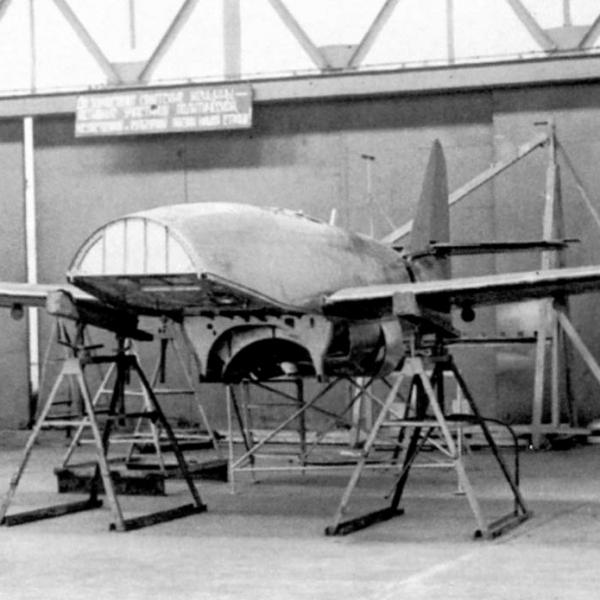 4.Планер самолета 154 так и не дождался своего двигателя.