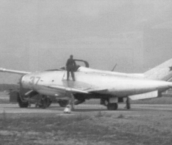 4.Подготовка Як-36 борт. №37 к полету. 1