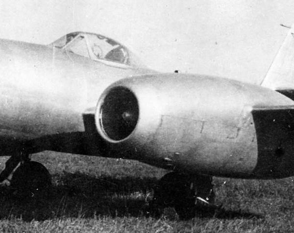 4.Су-11 (первый) на полевом аэродроме. 1947 г.
