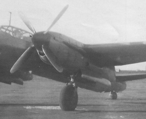 4.Ту-10 с двигателями АМ-40 с 4-хлопастными винтами АВ-9К-22А в НИИ ВВС, сентябрь 1946 г.