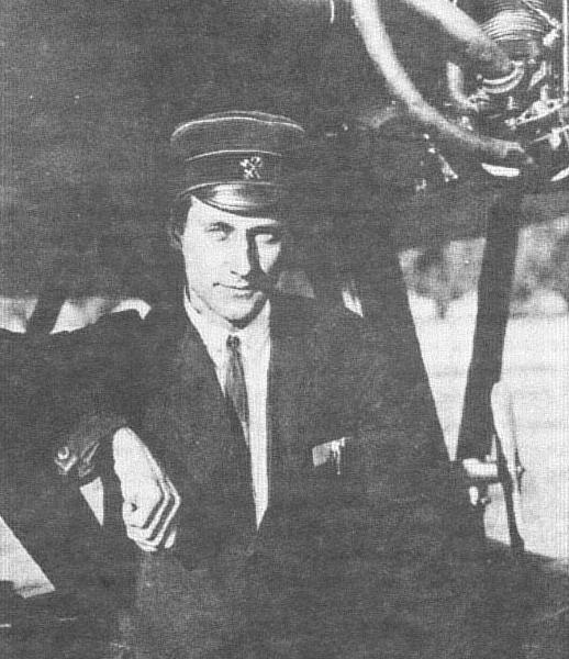 4.В.Б.Шавров у своего первого самолета Ш-1.