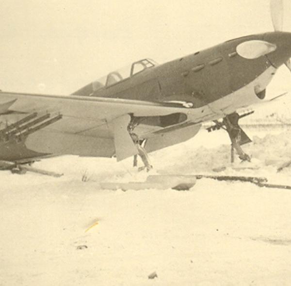 4.Як-1 (зимний) на стоянке.