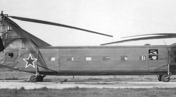 4.Як-24 первой серии на стоянке.