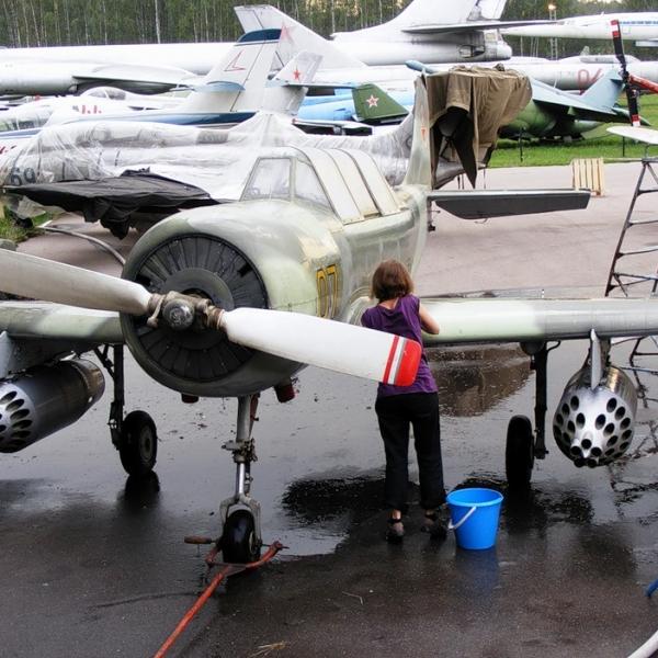 4.Як-52Б в музее ВВС Монино.