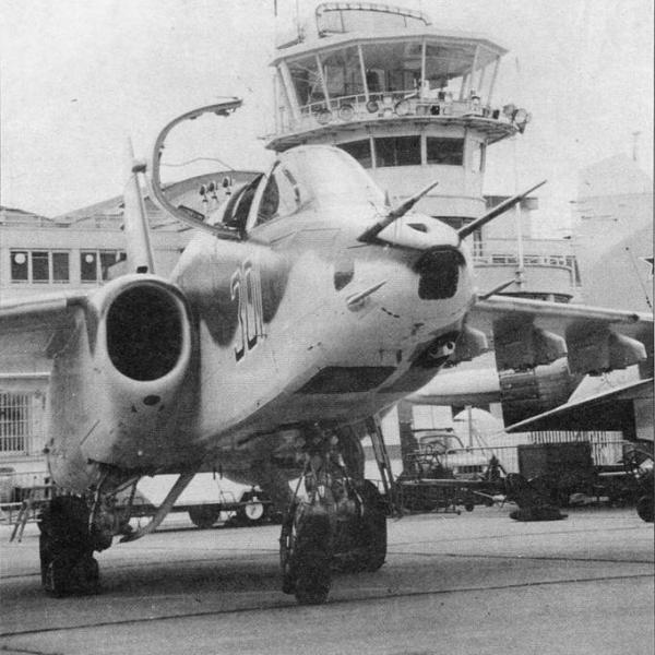 4а.T-8-15 в экспозиции Парижского авиасалона.