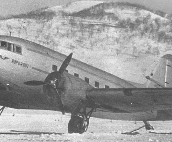 4а.Техобслуживание Ли-2 на стоянке.