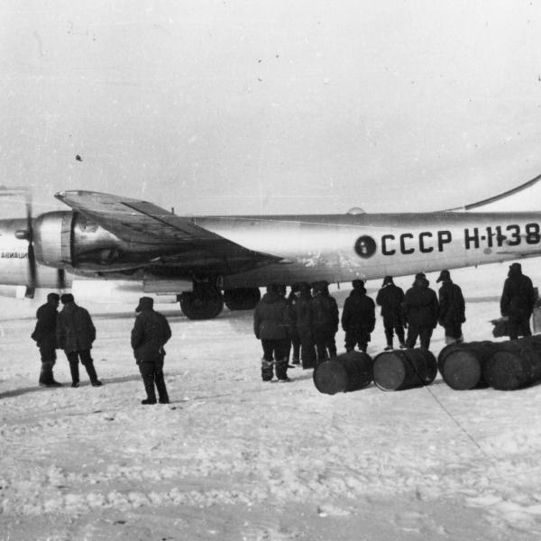 4а.Ту-4 на арктическом аэродроме.