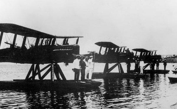 4в.Гидропланы МР-1 68-го речного авиаотряда на берегу Амура.