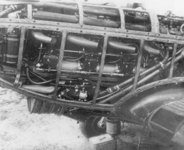 4в.И-26-2 с раскапотированным двигателем.