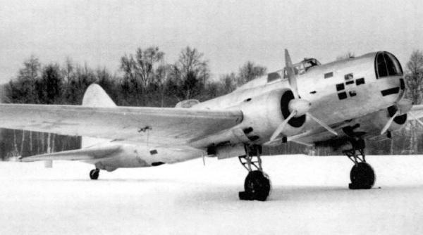 5.ДБ-3 из состава 53-го ДБАП на стоянке.