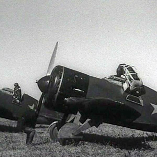 5.Истребители И-16 тип 5 на стоянках.