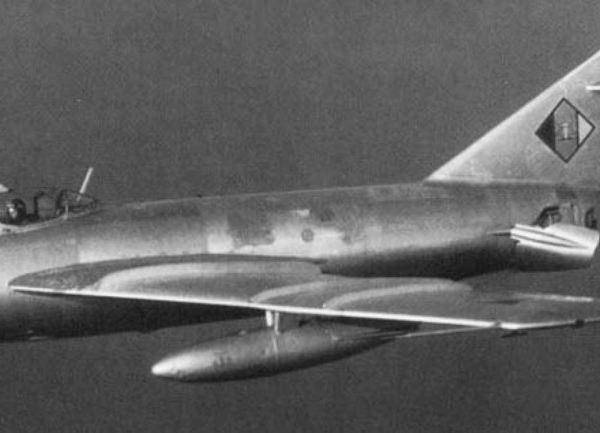 5.МиГ-17Ф ВВС ГДР с выпущенными щитками.