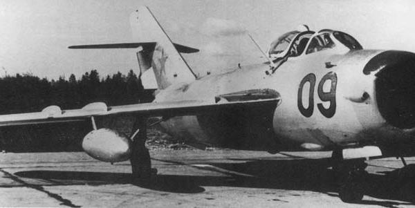 5.МиГ-17ПФ на стоянке.