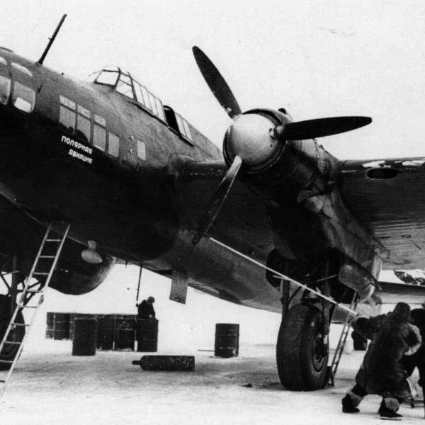 5.Пе-8 М-82 Полярной авиации на стоянке.
