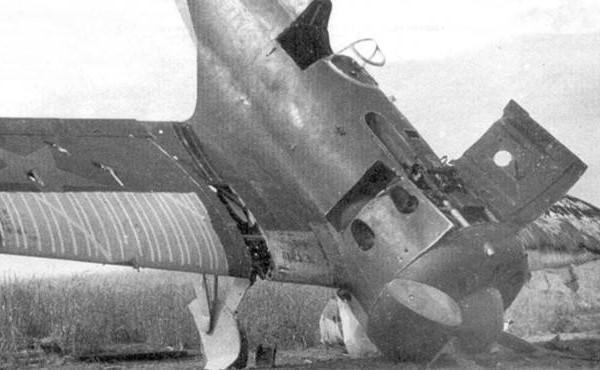 5.Поврежденный при посадке истребитель И-16 тип 27.