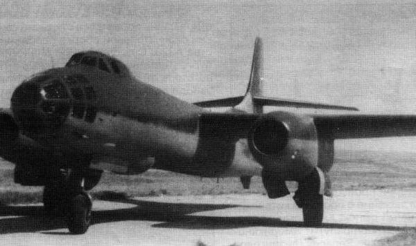 5.Ту-14Т на рулежке.