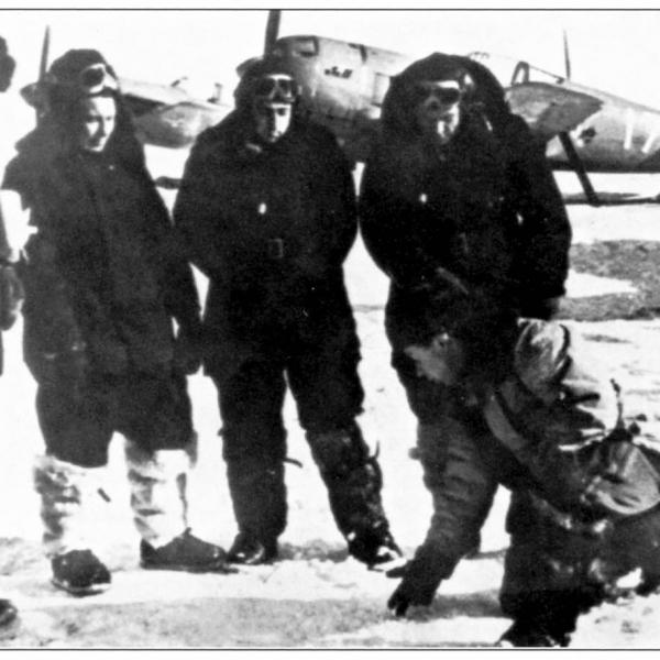 5.Участники высокоширотной экспедиции 1948 года. На заднем плане — Ла-11