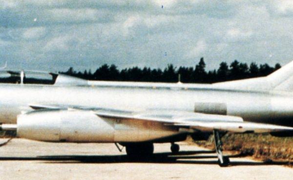 5.Як-25М на стоянке.