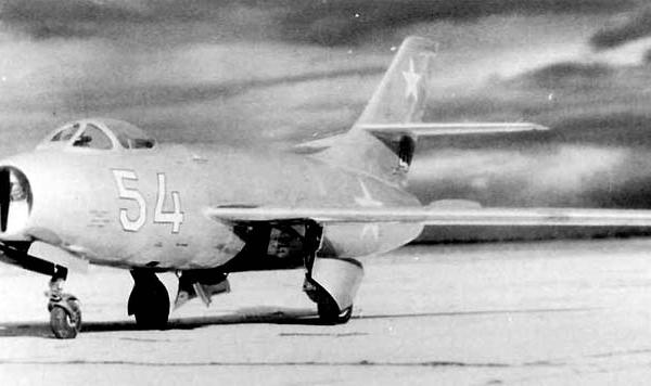 5.Як-30Д