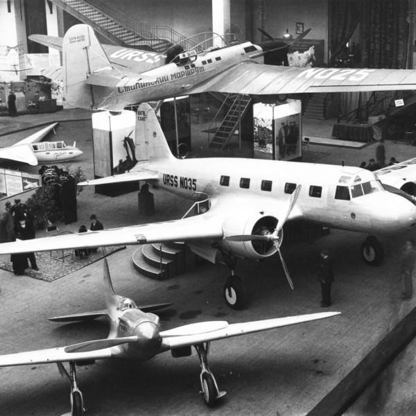 5а.И-17 (ЦКБ-19) на авиавыставке в Париже. Ноябрь 1936 г.