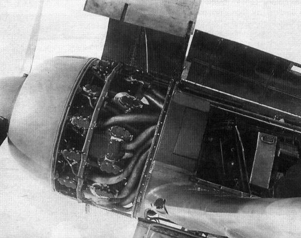5а.Раскапотированный моторный отсек истребителя Ла-7.