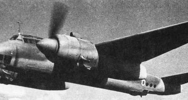 5а.Ту-2С в полете.