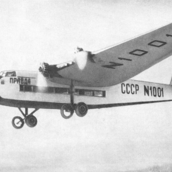 6.АНТ-14 в полёте.