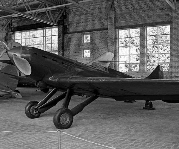 6.И-17 (ЦКБ-19бис) с дв. М-100 в экспозиции музея В.П.Чкалова.