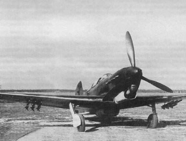 6.Истребитель Як-7 с РС-82.