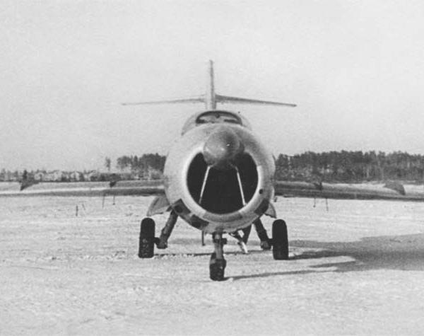 6.Ла-200 с РЛС Коршун. 1951 г. 4