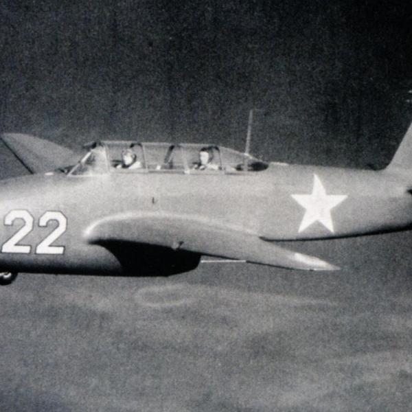 6.Прототип Як-17УТИ в полете.