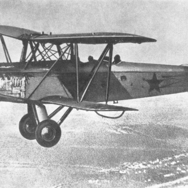 6.Самолет-разведчик Р-5 в полете.