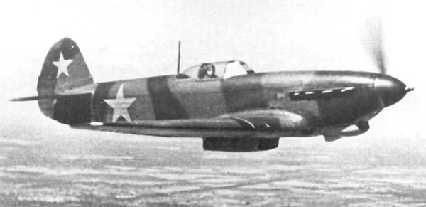 6.Як-9Т в полете