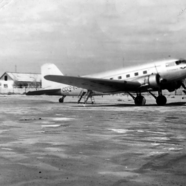 6а.Ли-2 в аэропорту г.Кызыл, начало 60-х.