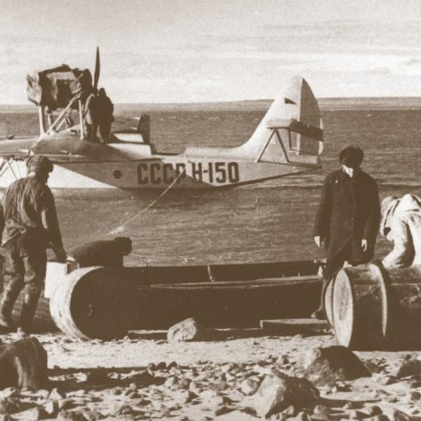 6а.Самолет МП-1 СССР Н-150 на заправке. Волочанка, Таймыр, 1938 г.