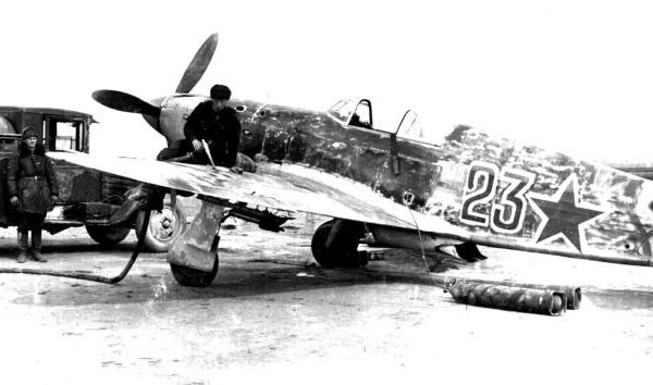 6б.Заправка истребителя Як-1 из 123 ИАП. Ладога. Апрель 1942 г.