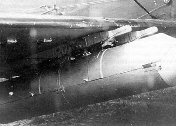 7.Бомбовая кассета АБКП-100 под крылом У-2ВС