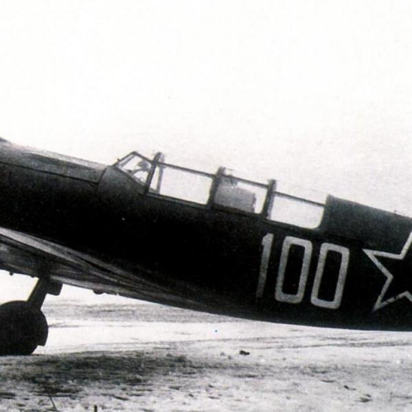 7.Ла-5УТИ с борт. № 100 в 1944 г. использовался на Ленинградском фронте в качестве фоторазведчика.