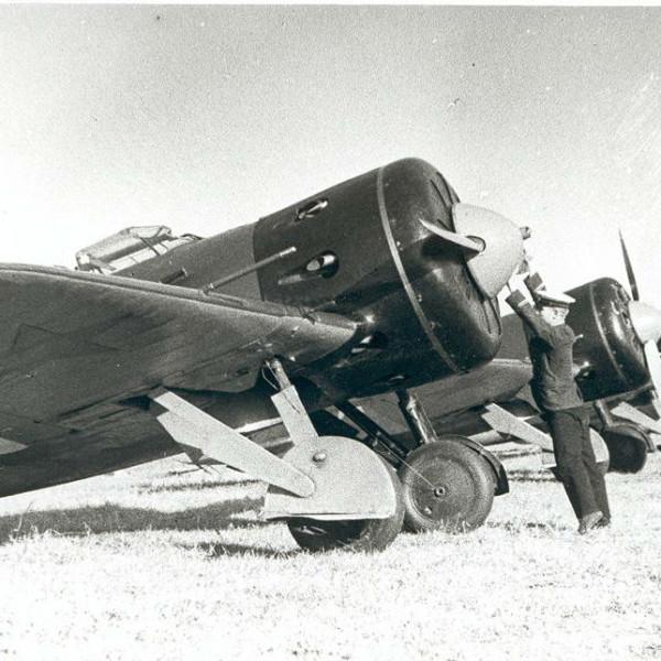 7.Линейка И-16 тип 5. Запуск двигателей.
