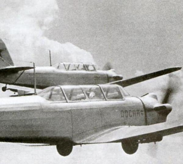 7.Пара Як-18 в полете.